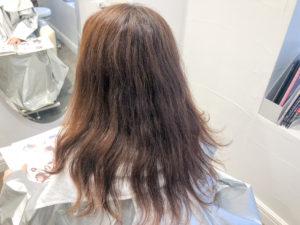 表面 チリチリ 髪の毛